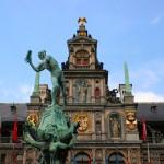 Плошадь Гроте-Маркт в Антверпене