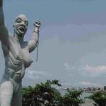 Статуя Свободы возле Национального музея Либревилля