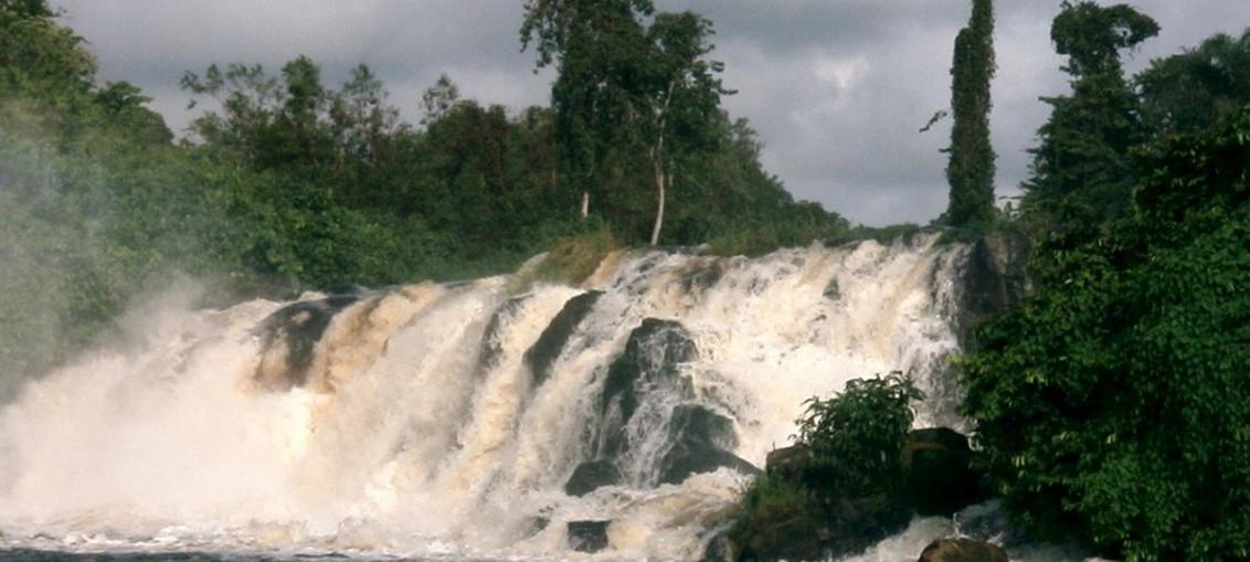 Камерун Камерун, Водопад Лобе в Криби