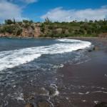 Пляж с вулканическим песком